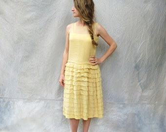 1920s flapper dress - roaring 20s pale yellow crepe drop waist dress - small