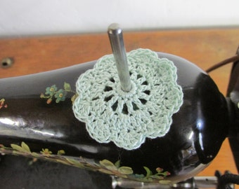 Spool Pin Doily (Mint)
