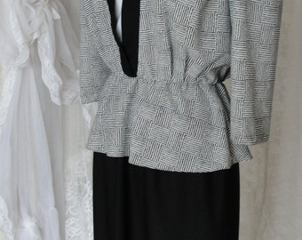 Vintage dress 80's black and white with shoulder pads