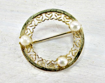 Vintage Gold Circle Brooch Pin, Genuine Pearl Brooch, Gold Heart Eternity Brooch, 1950s Rockabilly Wedding Bridal Jewelry, Something Old