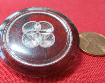 """2 Lovely vintage 1.5"""" inch buttons, Catalin/celluloid, pretty dark amber color with transparent overlapping circle design. BRW15.1-1.3-4"""