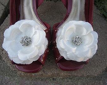 Set of 2 Flower Shoe Clips - Light Ivory - White - ALONDRA - Clear Rhinestone
