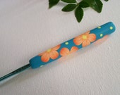 Polymer clay handle crochet hook, 3.5 mm Boye size E/4 aluminum crochet hook