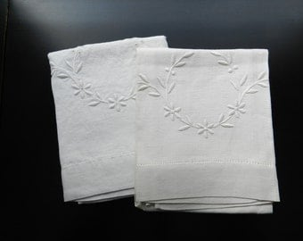 Vintage Embroidery Linen Floral Laurel Wreath White Off White Set of 2