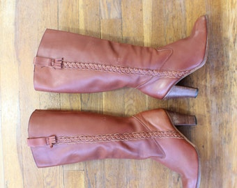 7 1/2 Brown Leather BOOTS / Knee High Heeled Boots / Women's Vintage 1970's Shoes