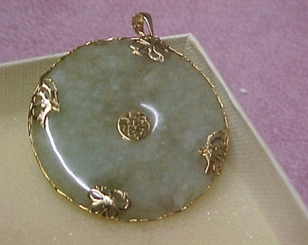 """Vintage Jade Pendant from the 1960's, 1-1/2"""" diameter, 14K Yellow Gold, 9.5 gram, 18"""" Gold Chain"""