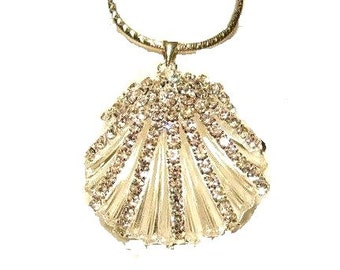 1 Sparkling Clear Crystal Clam Shell Pendant, Silver tone Large shell, necklace charm