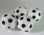10 Vintage 18mm Black and White Polka Dot Beads Bd1590