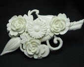 Vintage Brooch - Plastic Brooch - Flower Brooch - White Brooch
