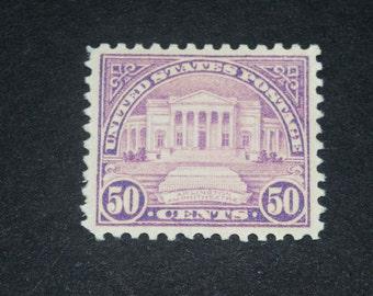US Mint stamp #570 Arlingtom Amphitheater 1922 Catalogue Value 37 Dollars