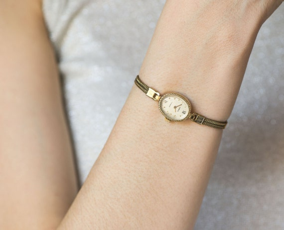 delicate seagull gold plated s wrist