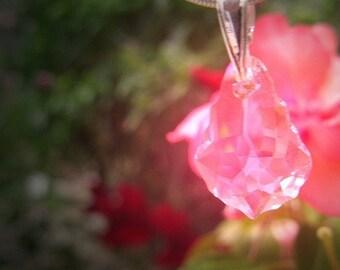 Wyldwood rosa luminosos corte Fairie hadas Fae amuleto colgante de cristal rosa fantasía joyería colgante pagana Wicca collar metafísica San Valentín