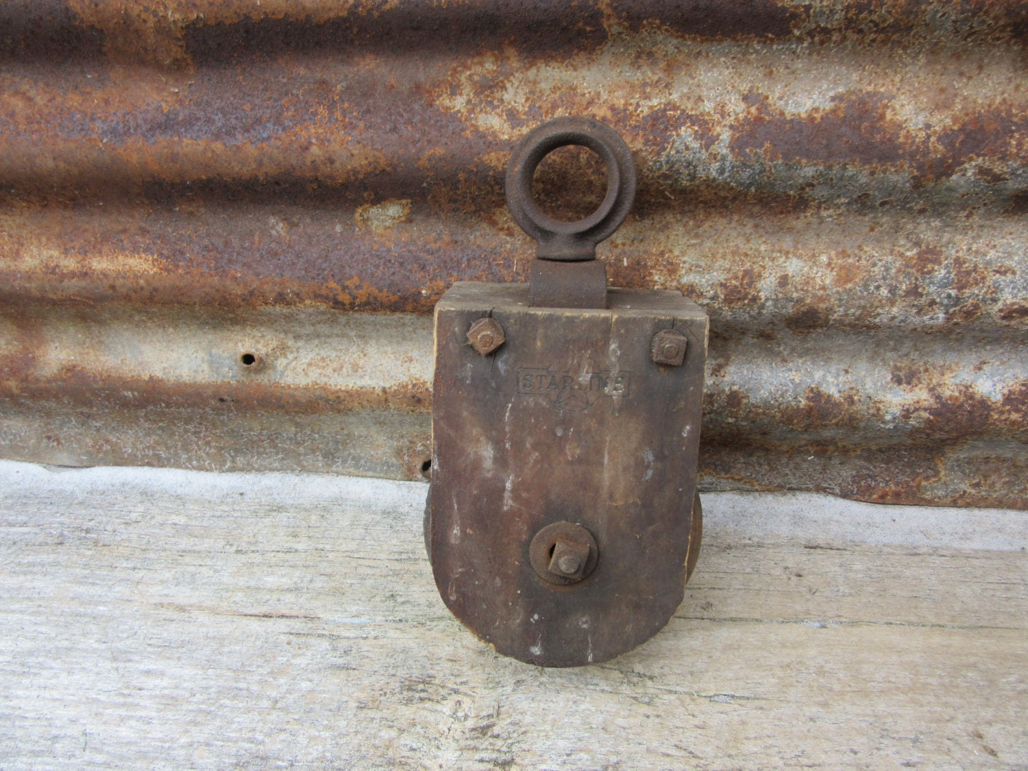 Antique barn pulley ships rope pulley wood metal starline for Uses for old pulleys