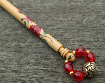 Spray of red roses painted on Boxwood Midland lace bobbin