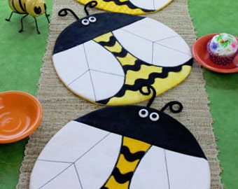 Table Runner Pattern Bee Happy Table Topper Pattern Bee Place Mats Pattern Susie C Shore Designs ST1233