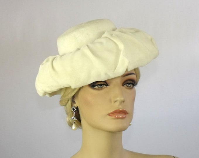 1940's Ivory Silk Velvet Tilt Topper Cocktail Hat
