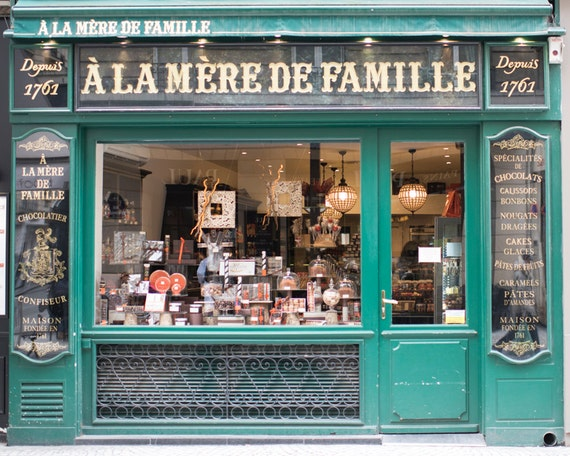 Paris chocolate shop photograph a la mere de famille large - Boutique de decoration paris ...