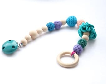 Stroller chain holder, Teething toy with crochet wooden beads. Rattle for baby. Wrap clip