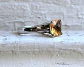 Vintage 18K White Gold Citrine Solitaire Ring.