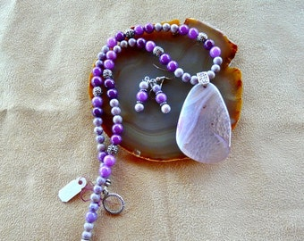 SALE!  19 Inch Purple and Lavender Stone Necklace with Druzy Agate Pendant with Earrings