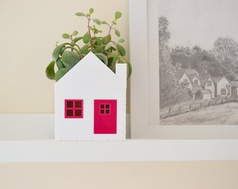 Planter little house white and hot pink ideal for succulent and cactus