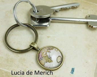 Map Keychain - Keychain Gift for Him or Her - Traveller gift -  Man gift
