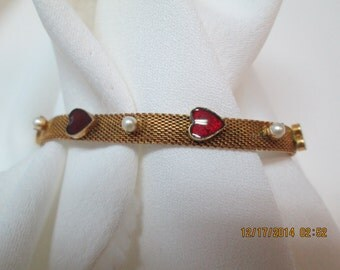 Bracelet gold mesh with red hearts