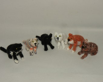 Tiny knitted cats! Super cute