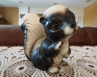 Vintage Skunk Figuine, Mid Century, Collectibles, Ceramic, Black and White, Animal Figures, Figurines, Home Decor, Gifts, Collectible Skunks