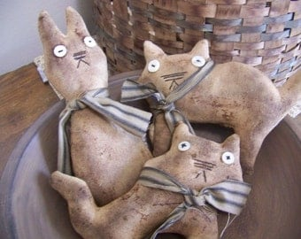 Set of 3 Primitive Grungy Cat Fabric Bowl Fillers/Tucks