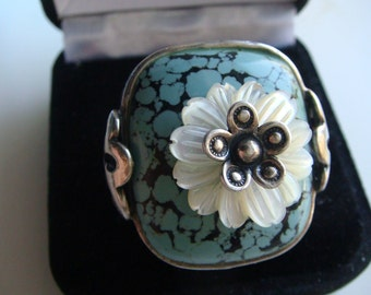 Wow!  Beautiful ... Unique Ring