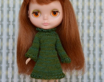 Beautiful Blythe doll sized multi-toned green knitted dress for Blythe, Pullip, Dal. Licca, Barbie or similar dolls