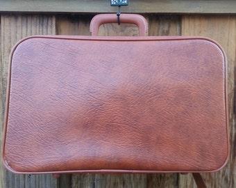 Adorable Little Vintage Suitcase