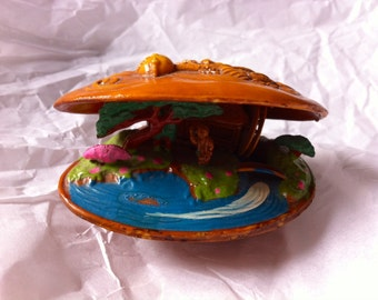 Vintage Painted Celluloid Claim Shell Diorama, Good Condition