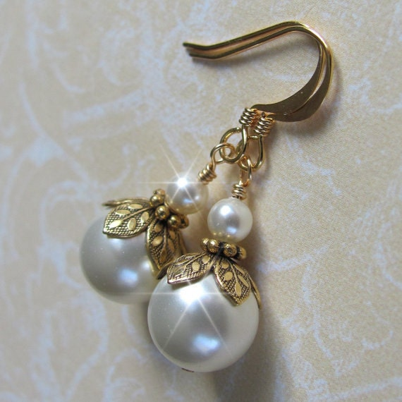 Vintage Style Earrings: Vintage Inspired Pearl Earrings Gold Pearl By