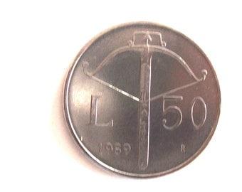 Vintage San Marino 1989. lire 50 coin. Crossbow. Repubblica San Marino. Libertas. Castle.Three towers.Diam.mm.21.art. 1815.28th Birthday