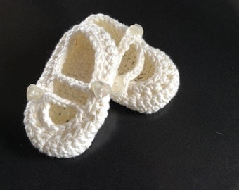 White hand crocheted baby shoes 0-3months