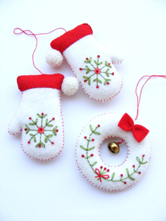 PDF Pattern Embroidered Mittens And Tiny Wreath Christmas