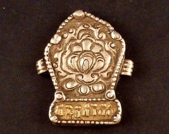 "Old Silver tibetan ""ga'u"" amulet box pendant, tibetan jewelry, buddhist amulet, ethnic and tribal necklace"