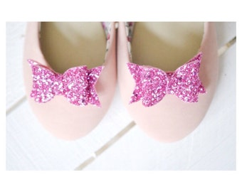 Pink Bow Shoe Clips, Bubblegum Pink Glitter Bow Shoe Clips, Flamingo Pink Wedding Shoeclips, Bridesmaid Bows, Pink Flowergirl