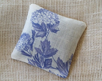 Lavender sachet, blue hydrangeas, botanical gift, wedding favor, lavender bud, potpourri sachet, gift under 10