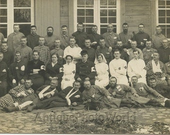Russia WWI military hospital wounded soldiers doctor nurses antique photo