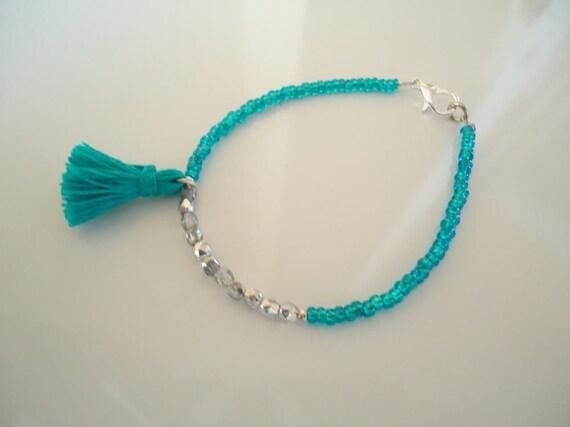 Bracelet fin en perles de verre argent es brillantes et perles - Bracelet original fait main ...