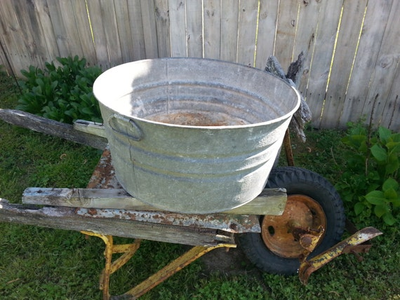 Round galvanized metal wash tub bucket vintage rustic for Large metal tub for gardening