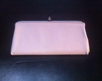 MOVING SALE - 1960s White Vinyl Silver Hardware Bullet Clasp Clutch Bag Purse