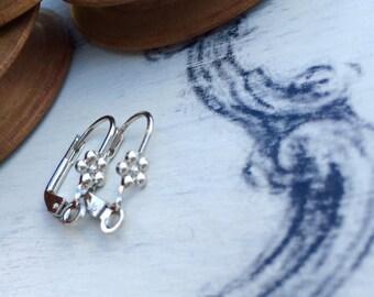 Flower leverback earrings 16 mm Rhodium tone x 4 pcs