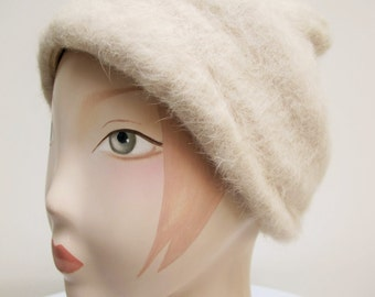 "Vintage 1960's Ladies ""Jacoll"" Cream Brushed Wool Hat"