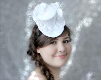 Wedding Fascinator , Bridal Mini Top Hat , Birdcage Veil , Veil Alternative , Bridal Party Hats , White Mini Top Hat , Wedding Headpiece