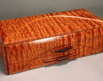"Jewelry box - ""GRAND DUCHESS"" -  in Pommelle Sapele"