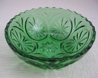Vintage Mid Century Medallion Cameo Star Green Glass Bowl Anchor Hocking